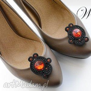 ręcznie robione ozdoby do butów klipsy sutasz czarno czerwone