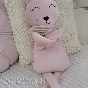przytulanka dziecięca kot w szaliku 63cm (kot przytulanka, maskotka kot, pomysł na)
