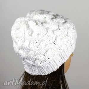 czapka warkocze dziergana biała - czapka, warkocze, dziergana, akryl, krótka