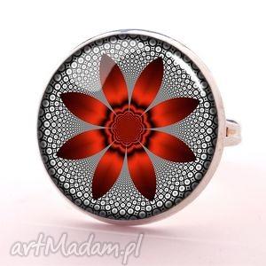 czerwony kwiat - pierścionek regulowany, nowoczesny, graficzny, prezent