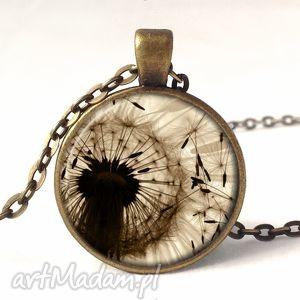 dmuchawiec - medalion z łańcuszkiem - beżowe naszyjniki