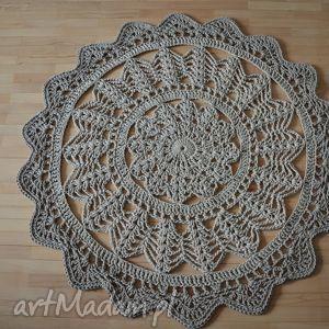 Marokański ażurowy dywan w odcieniach beżu o średnicy 130 cm , crochet, sznnurek