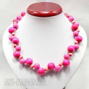 Różowy naszyjnik z koralików drewnianych, delikatne drewniane