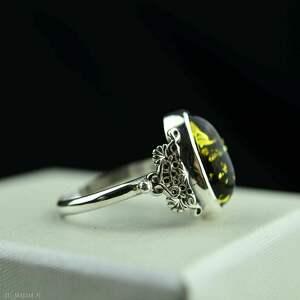 retro delikatny pierścionek z ciemnym bursztynem srebro
