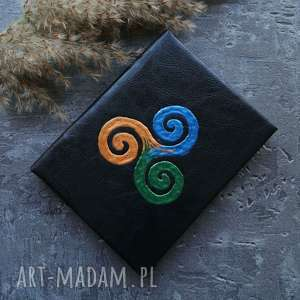 handmade notesy notes a6 z twardą okładką z imitacji skóry triskelion - ręcznie robiony i malowany