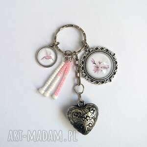 breloczek - lilia, koliber, breloczek, do kluczy, serce, prezent