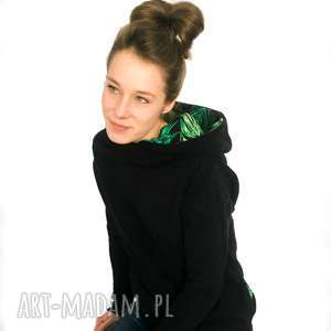 ręcznie robione bluzy czarna bluza z komino - kapturem motyw tropikalny