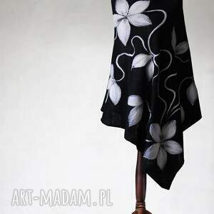 czarne poncho z aplikacją, poncho, dzianina, aplikacja, kwiaty, sweter