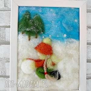 dziewczynka lepiąca bałwana obraz z kolekcji winter - rękodzieło