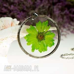 naszyjniki z42 naszyjnik z suszonymi kwiatami, herbarium jewelry, kwiaty w żywicy