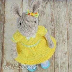 zabawki szydełkowy króliczek chloe, szydełko, prezent, handmade, króliczek, maskotka