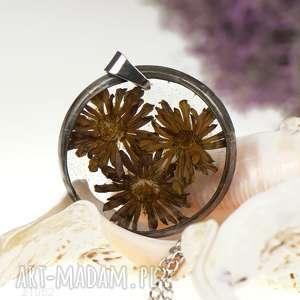 Naszyjnik z brązowych margerytek w zywicy z1051, biżuteria-z-żywicy