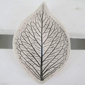 ceramika mały listek na biżuterię, liść, ceramiczny, fusetka, ceramiczna, roślinna