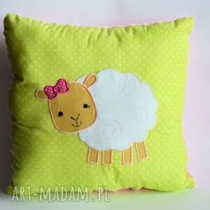 wyjątkowy prezent, pokoik dziecka poduszka z owieczką, poduszka, owieczka, aplikacja
