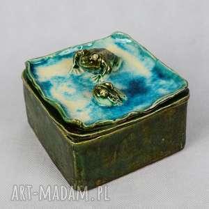 Szkatułka z żabkami, szkatułka-z-żabkami, wykonana-ręcznie, ceramika