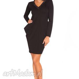 Sukienka Wiki 1, elegancka, wygodna, poszerzana, cięta, koronka, kieszenie