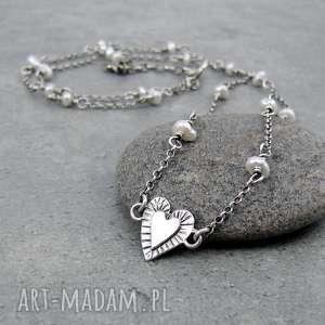 drobina serca z perłami, delikatny, minimalistyczny, ślubny, serce, serduszko, perły