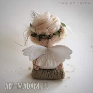 ręcznie zrobione dekoracje szkrab - lalka kolekcjonerska figurka tekstylna szyta