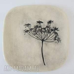 talerzyk z roślinką - ,ceramiczny,talerz,fusetka,ceramicza,dekoracyjny,podstawka,