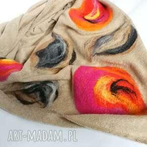 beżowa chusta handmade wełniana, elementy filcowane to wełna merynosów, wymiary