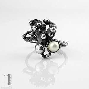 anthozoa - srebrny pierścionek z perłą - białe pierścionki