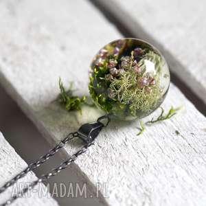 handmade naszyjniki naszyjnik z żywicy z mchem i różowym wrzosem, długi srebrny łańcuszek