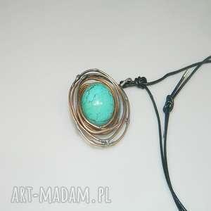 turkusowy wisior-n1, wisior, miedź, unikatowa-biżuteria, kula, metaloplastyka,