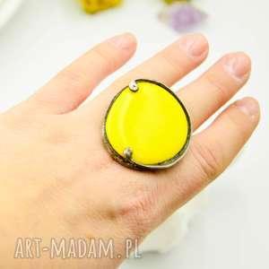 na żółto - duży pierścionek ze szkłem, pierścionek, żółte szkło, pierścione