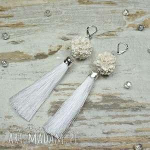 Długie, eleganckie kolczyki chwosty - białe, idealne na wyjątkowe okazje