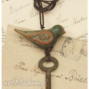 ptak na kluczu iii, wisiorek, klucz, ptak, ceramika, retro