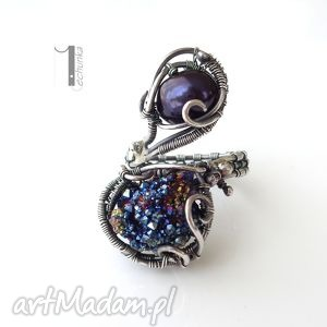 2 nyks - srebrny pierścionek z perłąi kwarcem tytanowym