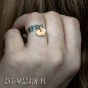 srebrny pierścionek z mosiężną zawieszką, mosiądz, surowy, srebro