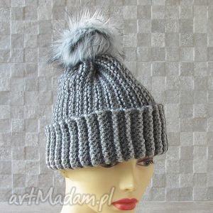czapki czapka zimowa z pomponem, czapka, zima, pompon, nadrutach, moda, akcesoria