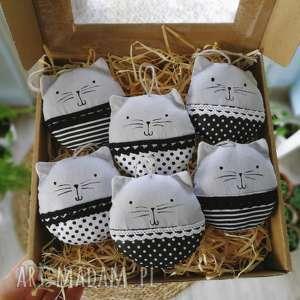 kocie bombki black white - ,bombki,zawieszki,choinkowe,choinka,świąteczne,kot,
