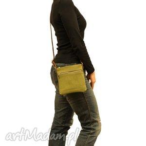 Prezent wygodna, lekka i pojemna zielona saszetka, torebka, mała,
