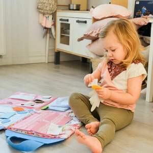 timosimo - składany domek dla lalek - mata sensoryczna quiet book dla dziewczynki od 3