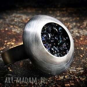 pierścionek srebrny regulowany, oksydowany z karborundem
