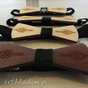 świąteczny prezent, drewniana muszka folk, muszka, drewniana, folkowa, wypalana