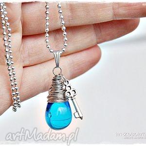 kropla radości - błękitna - naszyjnik, wisior, długi, kropla, kluczyk