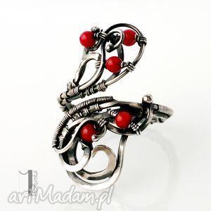 sorbus - srebrny pierścionek z koralem, koral, wirewrapping, misterny