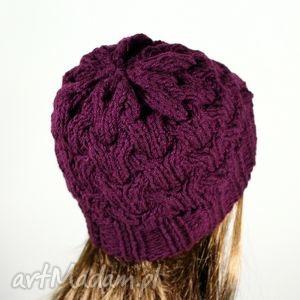 pomysł na świąteczny prezent czapka warkocze dziergana wiśnia, czapka, zima, warkocz