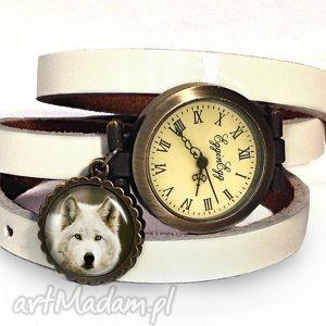 wilk - zegarek bransoletka na skórzanym pasku, zawieszka, grafika