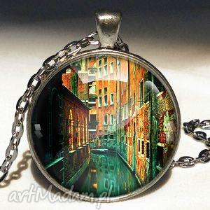 wenecja - duży medalion z łańcuszkiem - podróżniczki