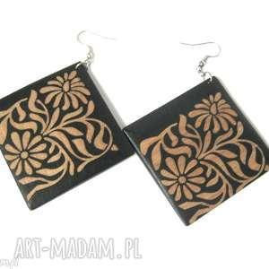 kolczyki handmade drewniane, drewiane, kwadratowe, haftowane, lekkie, rzezbione