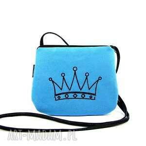 mini mała niebieska torebka damska z wyszytą czarną koroną, torebka