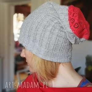 czapka srebrno czerwona koronka dzianina - czapka, srebrna, koronka, kolorowa, długa