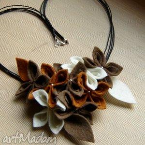 naszyjnik filcowe kwiaty brązowo-kremowy, naszyjnik, filc, kwiaty, kolia, korale