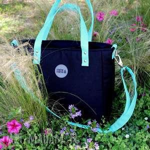 damska torebka na ramię cuboid czarna z seledynowymi uchwytami