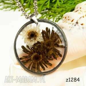 z1284 naszyjnik z suszonymi kwiatami herbarium, naszyjnikterrarium, biżuteriazżywicy