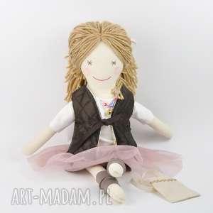 Prezent Lisa w pudrowym - uśmiechnięta, lalka, szmaciana, tutu, bawełna,